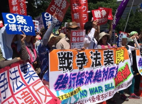 菅官房長官 「一部の野党やマスコミから『戦争法案』『徴兵制の復活』などと宣伝され、大きな誤解が生じていることは極めて残念」