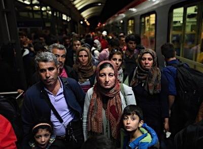 今年だけでも難民申請している移民約80万人が流入するドイツ、今年の経済負担1兆3200億円と予測 … 昨年の難民申請者20万3000人にかかった費用に従って今年の費用を算出