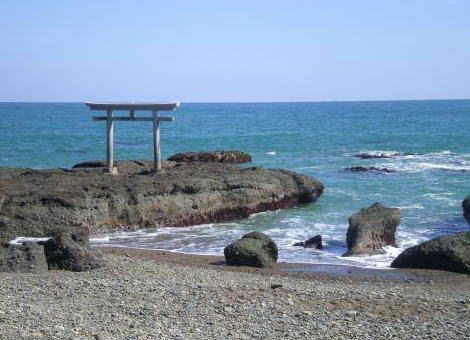 茨城の大洗海岸に両親と遊びに来ていた小学6年・井出龍基さん(11)「トイレする」と海へ→ 海岸から15m沖で浮いているのが見つかり死亡確認