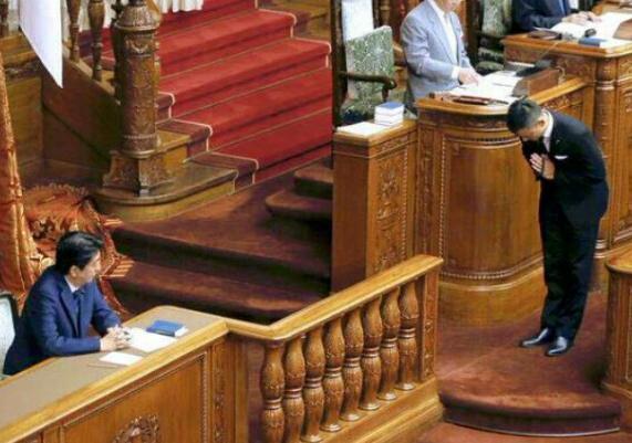 参院議長、山本太郎議員の参議院本会議での葬式パフォーマンスについて警告を含む厳重注意→ 山本太郎「議会制民主主義の破壊に対する表現だったが、ふるまいとして正しくなかった」と陳謝