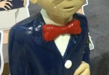 """中国の劇場前に設置されている『名探偵コナン』""""等身大フィギュア""""が酷評(画像) … 中国人「子供も怖がっている」「どうみても老人」「眉毛はどこ?」"""