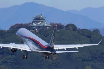 半世紀ぶりの国産旅客機、三菱航空機製小型ジェット機「MRJ」の初飛行が実施され、およそ1時間半に渡る試験飛行を無事終える