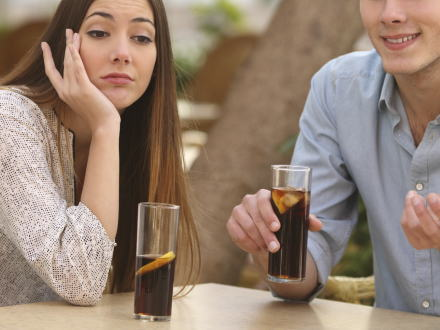 女「お腹すいちゃった」 男「じゃあ近くに旨いラーメン屋があるから行こう」 女「違うの・・・女は食事しながら会話したいの・・・」