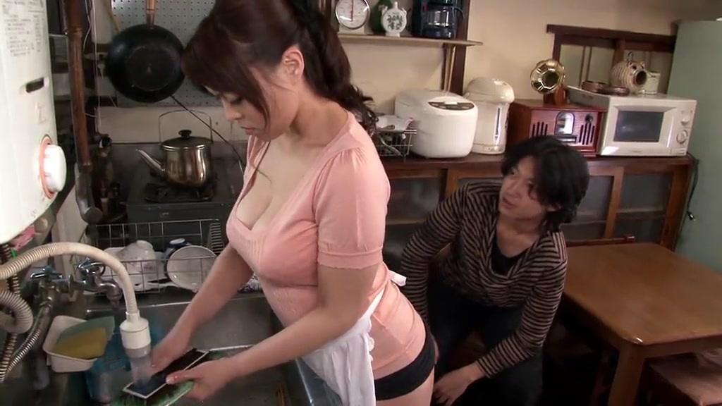 ムチムチの中森玲子出演の無料デカパイ動画。ムチムチ豊満ボディのノーパン奥さん!