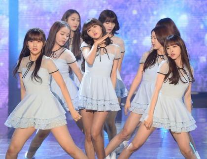 韓国の女性新人グループ「Oh My Girl(オーマイガール)」、米ロサンゼルスの空港にて売春の疑いで8人全員身柄を拘束される