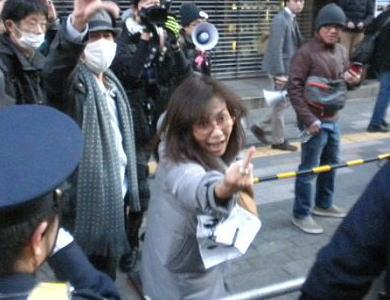 香山リカ氏(55)、鬼のような形相で中指立ててヘイトを撒き散らし荒ぶる(画像) … 民族の特徴が顕わに