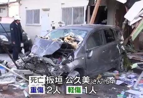 「車が止まらなかった」寺尾靖雄容疑者(64)が運転する乗用車が薬局に突っ込み店舗破壊、薬剤師の板垣公久美さん(54)が死亡・3名が重軽傷 … 愛知や大阪でも車が突っ込む
