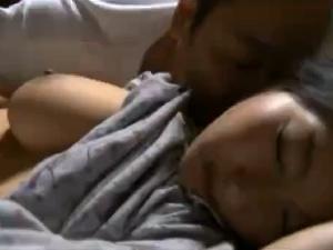 (アダルトムービー) 小娘を寝込み身内セックスするゲス義お義パパさん☆☆☆大きな乳房をモミしだき☆