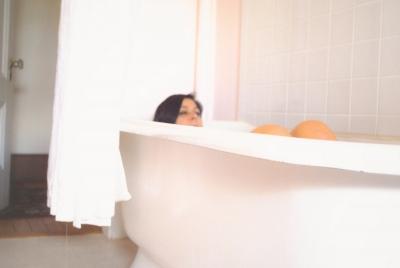 【風呂】十代平均は33分 3割以上がスマホを浴室内に持ち込む。 あたなの長風呂の友はなに?