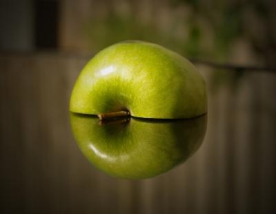 Apple、次期iPhoneヘ向け 新型無線イヤホン「EarPod」の特許を取得。また新規格か…orz