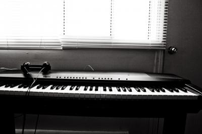 河合楽器とオンキヨーが資本業務提携 ハイレゾ対応の電子ピアノの共同開発へ