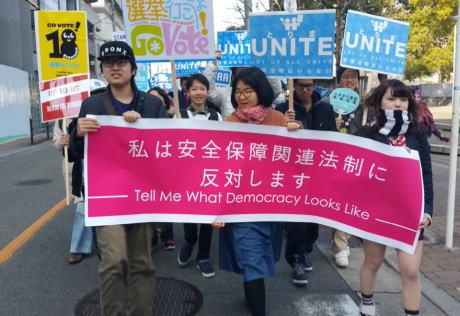 """毎日新聞「安全保障関連法に反対する高校生グループ『ティーンズソウル』のデモに""""数十人の高校生""""の他、高齢者ら主催者発表で約5000人が参加」 若々しい高齢者デモだった事が判明"""