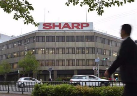 鴻海のシャープ買収、契約締結1カ月近く遅れシャープ社内「もう疲れた」 … 鴻海がシャープの業績見通しに懸念、シャープは鴻海の他に頼る先が無く、銀行も「鴻海に振り回されている状態」