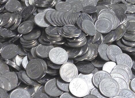 レストランの会計で全額1円玉で支払おうとした高校生「俺らも数えたんだからお前も数えろ」→ 店員は秤を持ってきて撃退