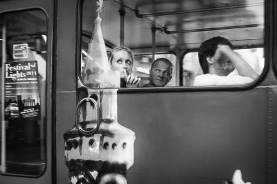 電車でイヤホンつけて音楽聞いてる奴wwwwwwwwwwwwwwww