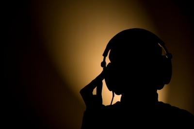 ヤホンを付け過ぎたせいか、イヤホンを使用すると耳穴が痛む…ヘッドホンでも若干痛む