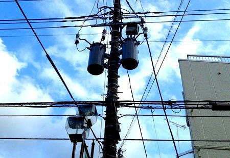小池知事 「無電柱化」加速へ工法を検証