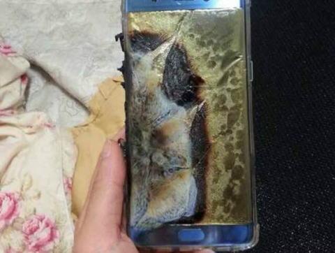 サムスン「調査の結果、Galaxy Note7は悪くない。使ってる奴がオーブンやヒーターで燃やしただけ」