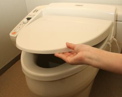日本観光に来た中国人夫婦 ホテルにあったトイレの便器の蓋を持ち帰りネットでバッシング