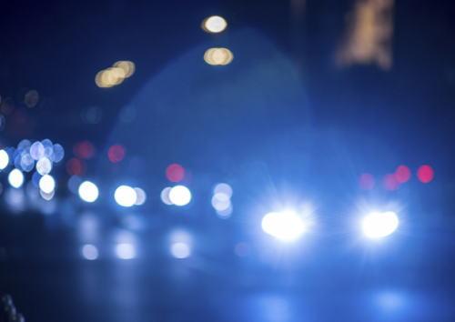警察庁、来年から「原則ハイビーム」を免許更新時の講習で周知徹底することを決定