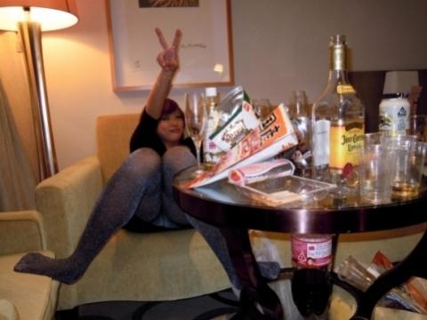 《パ●チラ》ちょ。。酒飲んだときの女って下半身への意識が緩すぎねぇ?。。。。《画像30枚》