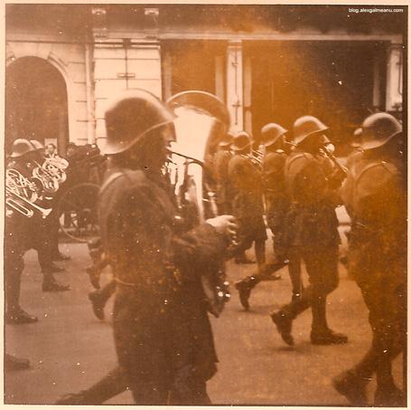 Parada militara pe Calea Victoriei