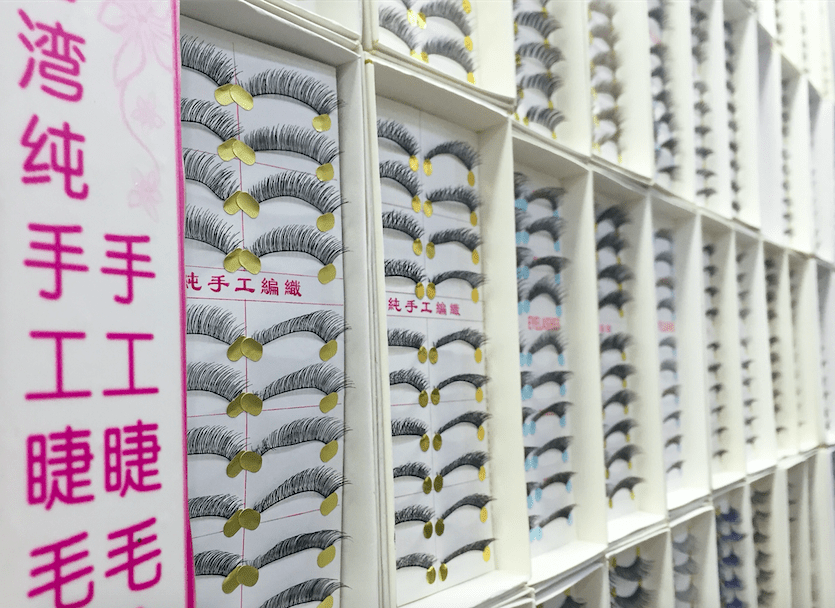 falsie lash wall china
