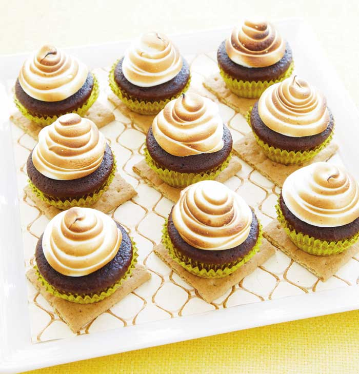 8amyatlashoneycupcakes wilton The Buzz about Honey, I Love You