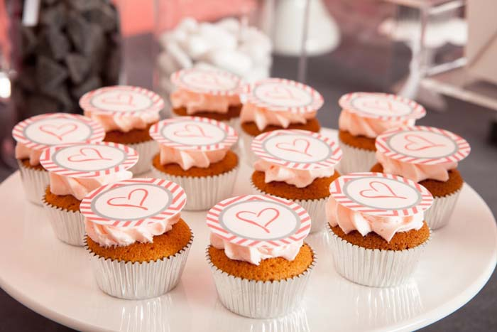 Cupcakes with Heart and Chevron pattern fondant topper