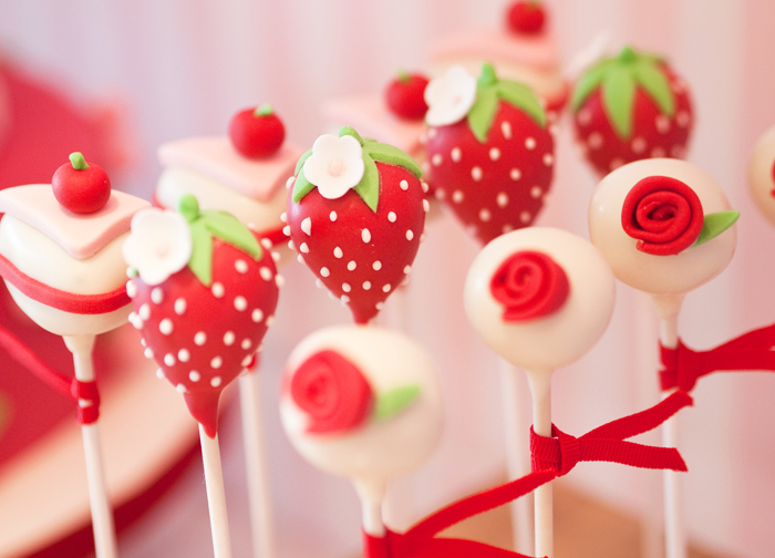 cakepops For The Love of Strawberries Guest Dessert Feature