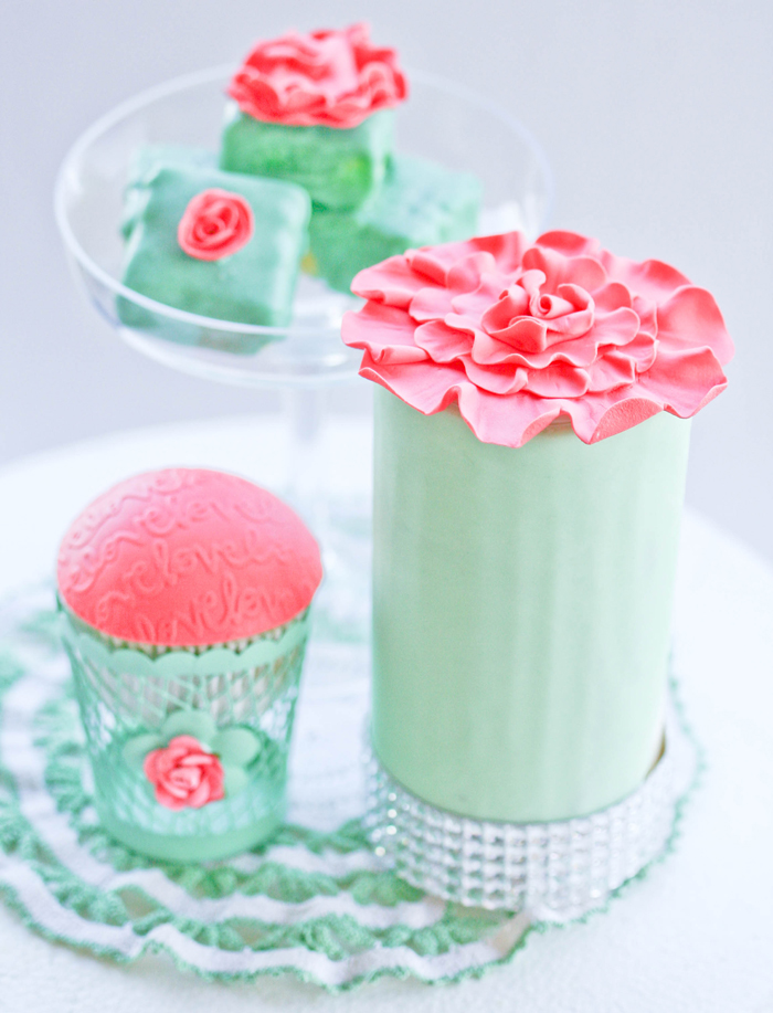 Love Cupcakes Mint & Coral Love Guest Dessert Feature
