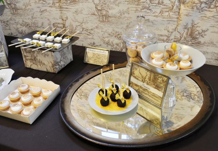 elivents desserttafel dessert table chique paris spiegel mirror Toile Guest Dessert Feature
