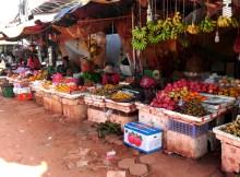 Phsa Leu プサールー 現地語で市場「Phsa」上「Leu」の風景