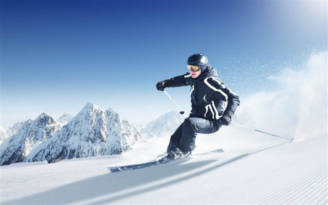 Skiing_Extreme_Sports_HD_Desktop_Wallpaper_medium