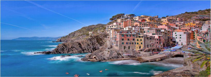 The-Cinque-Terre-Riomaggiore-afternoon
