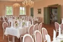 Als Hochzeitsfotograf im Schloss Atzelsberg, Hochzeit feiern im Barocksaal, Tischdekoration