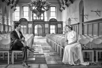 Eheschließung im Schuerstabhaus! Brautbilder bei schlechtem Wetter! Schwarz-Weiss! Witzige und freche Brautbilder vom Hochzeitsfotografen!