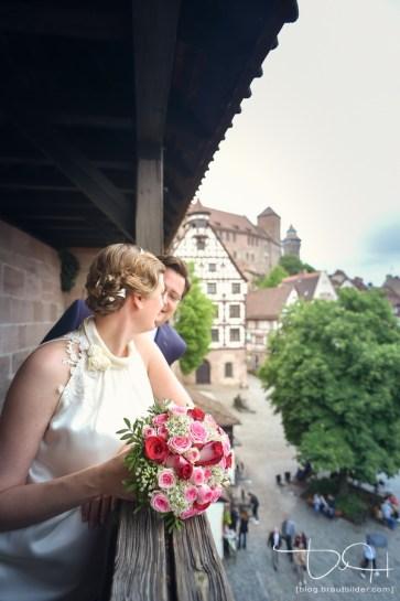 Brautshooting in der Nuernberger Altstadt mit dem Hochzeitsfotografen.