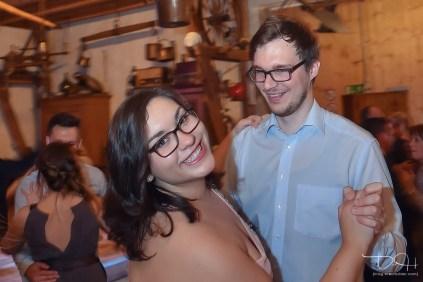 Auch die Hochzeitsgaeste werden vom Hochzeits Fotografen aus Nuernberg fotografiert. Gasthaus Englert. Hochzeitsfeier von Monika und Sebastian.