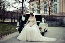 Das Brautauto mit dem Brautpaar fotografier der Hochzeitsfotograf in der Orangerie Ansbach!