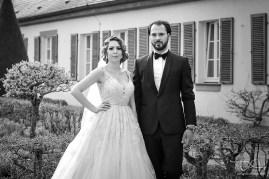 Das Brautpaar in schwarz-weiss, fotografiert vom Hochzeitsfotografen aus Nuernberg! Der Hochzeitsfotograf in Ansbach! Orangerie Ansbach!
