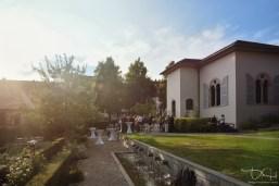 Sektempfang im Garten vor dem Hirsvogelsaal! Der Hochzeitsfotograf macht die schoensten Bilder!