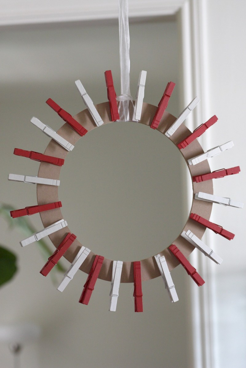 Startling Clospin Card Wreath Diy Clospin Card Wreath Diy Catch My ...