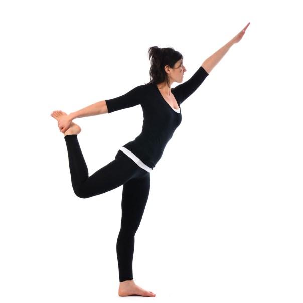yoga posturas de pie