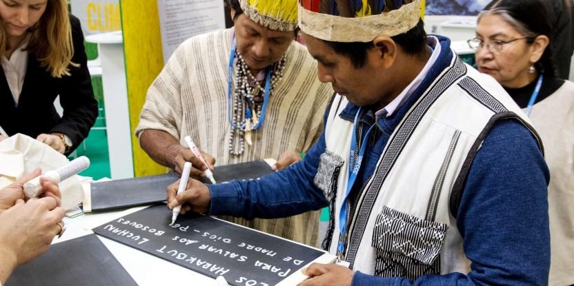 Representantes de los pueblos indígenas en la COP21 de París.