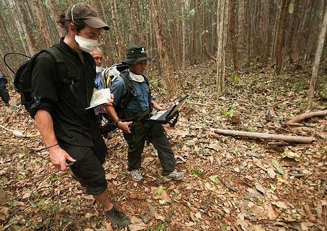 "Mengukur kedalaman lahan gambut dengan geo-radar, Tumbang Nusa, Palangkaraya.  Riset dilakukan dengan harapan mencapai 'dampak"" yang lebih besar."