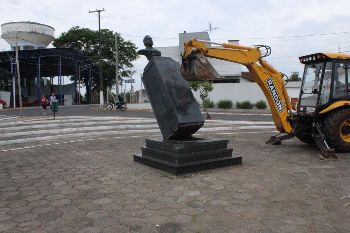 Retirada Busto Costa e Silva