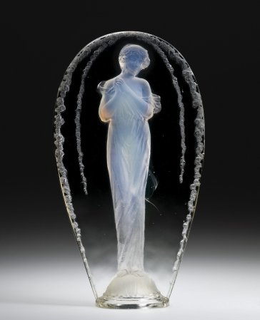 Statuette, Grande ovale tête penchée (Large oval, inclined head) Combs-la-Ville, designed 1919 Mold-pressed glass, acid-etched H. 37.2 cm, W. 20.2 cm, D. 9.8 cm 2011.3.201, gift of Elaine and Stanford Steppa