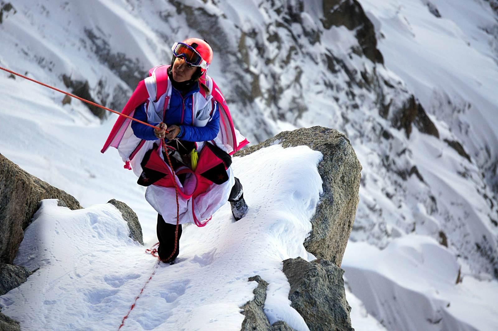 Géraldine Fasnacht climbing up a mountain