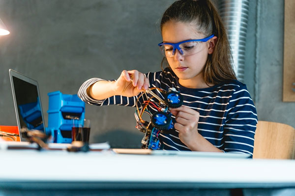 How to Help Your Kid Create a Successful Science Fair Project